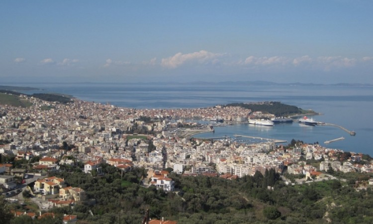 Refugees influx slows Lesvos tourist traffic