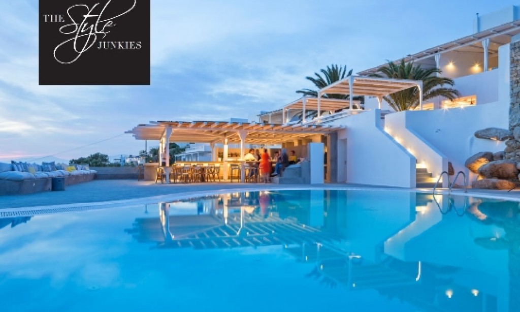 Style Junkies Award to Santorini's Aenaon Villas
