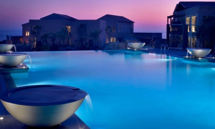 "Costa Navarino ""stars"" in Luxury Collection campaign"