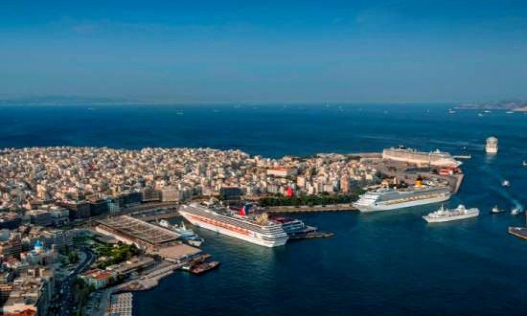 Greek government to open offers for Piraeus port