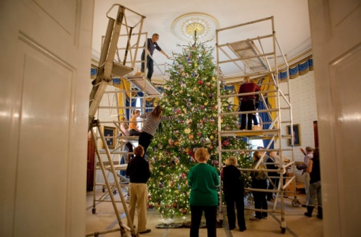 White House Christmas tree with Greek touch